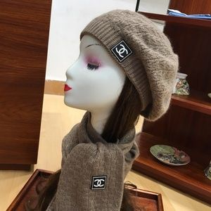 C fashion scarf and beanie with box